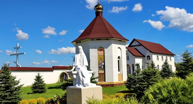 «Минеральный источник и страусиная яичница» - экскурсия  в удивительный православный монастырь, страусиную ферму и к уникальному бассейну с минеральной водой!